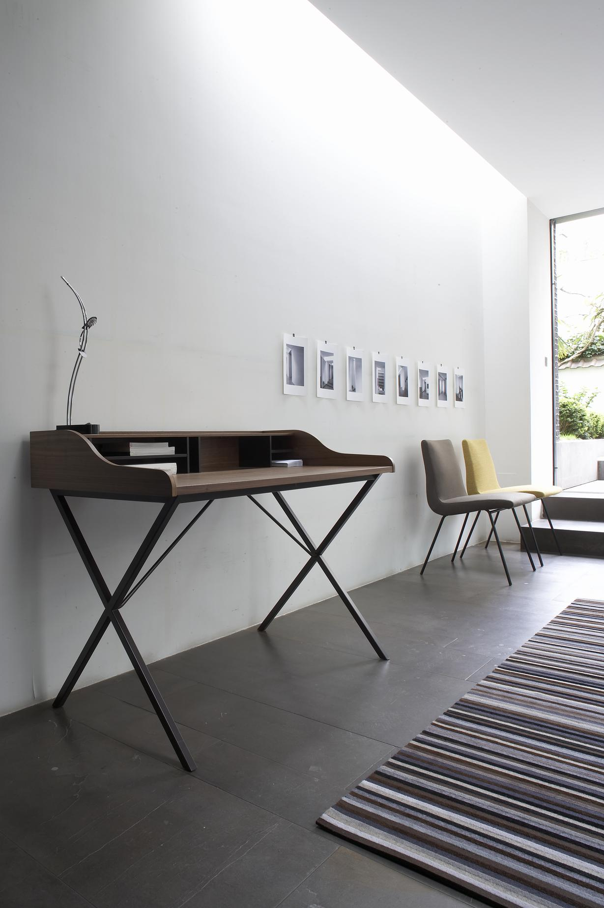 DESK WHITE LACQUER IN STOCK Ligne Roset