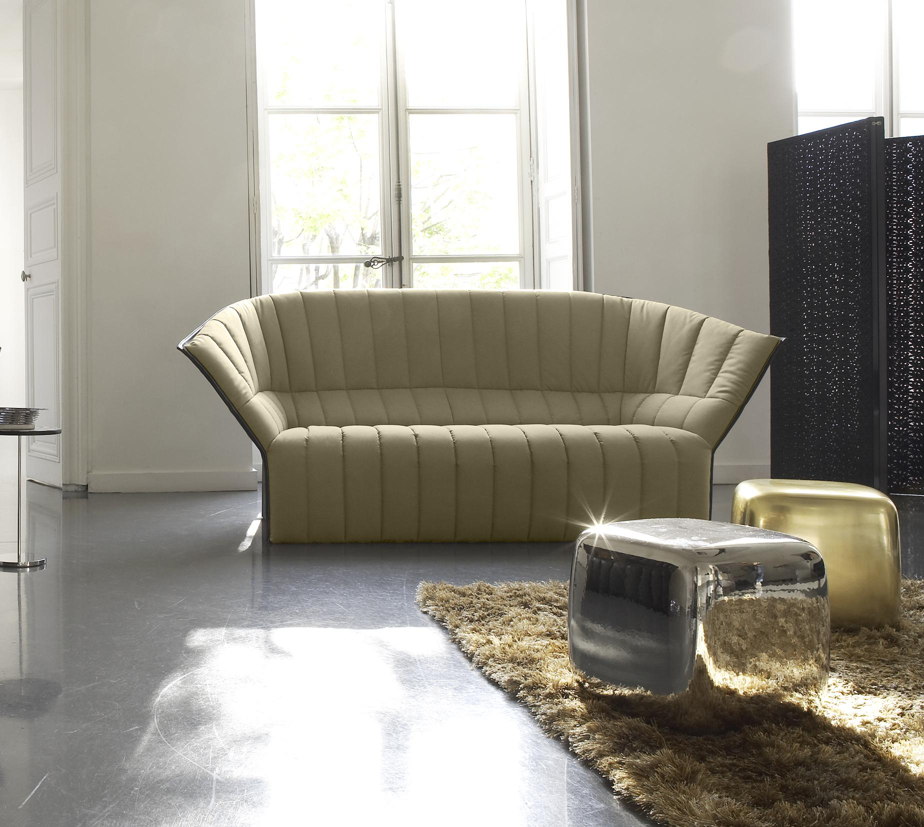 gla on tables basses du designer lee west ligne roset site officiel. Black Bedroom Furniture Sets. Home Design Ideas