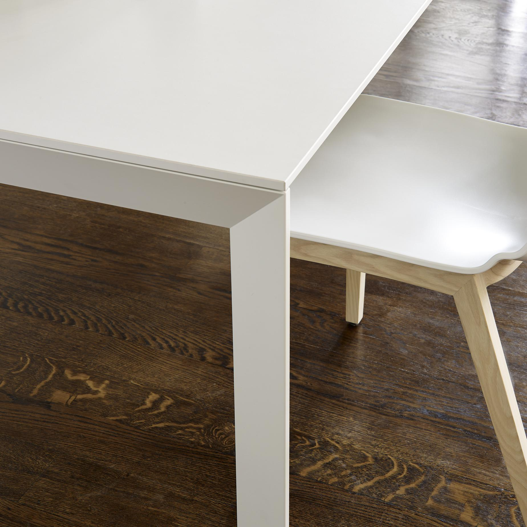 FROST, Esstische Designer : Claudio Dondoli & Marco Pocci ...