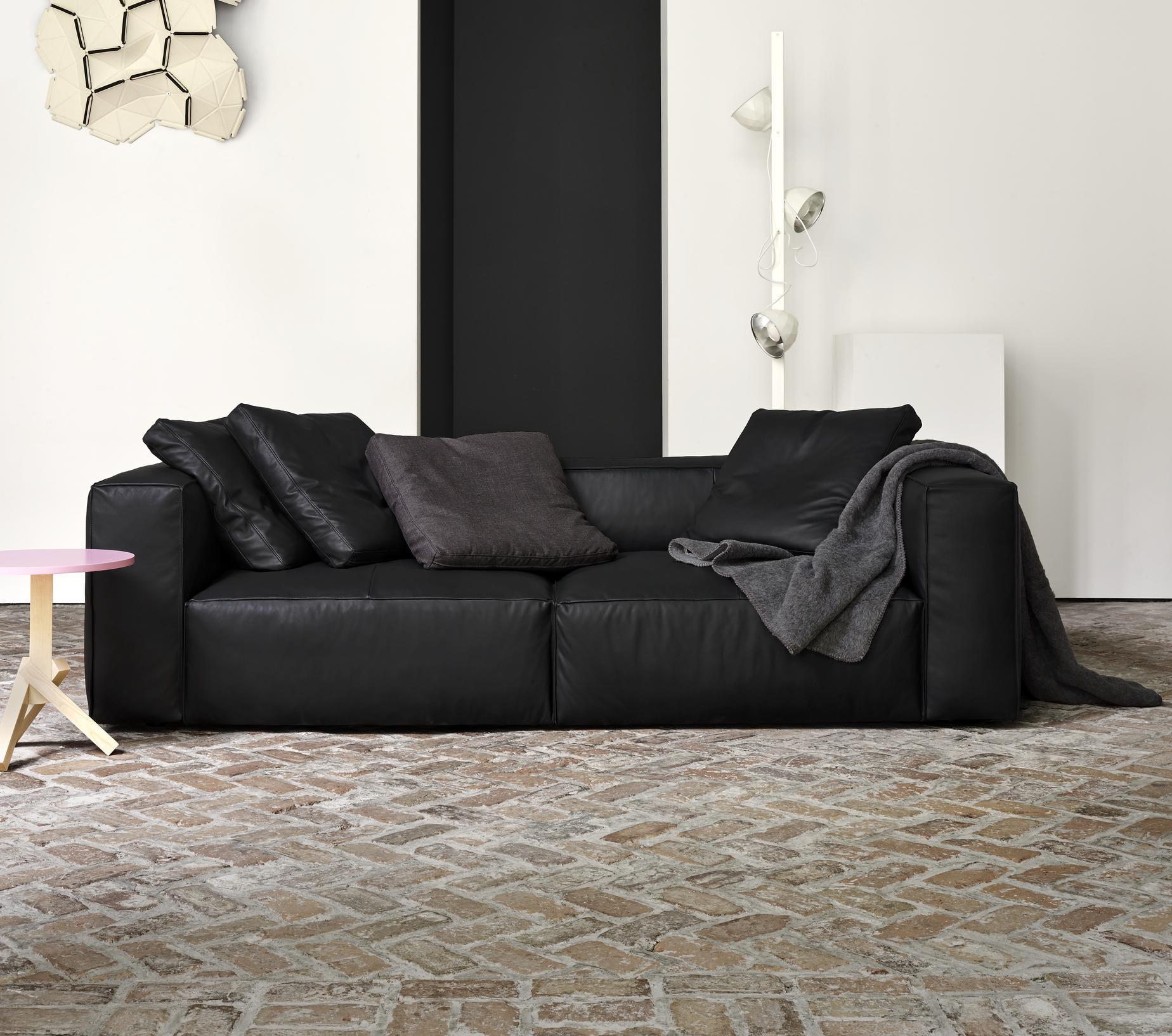 nils sofas from designer didier gomez ligne roset official site. Black Bedroom Furniture Sets. Home Design Ideas