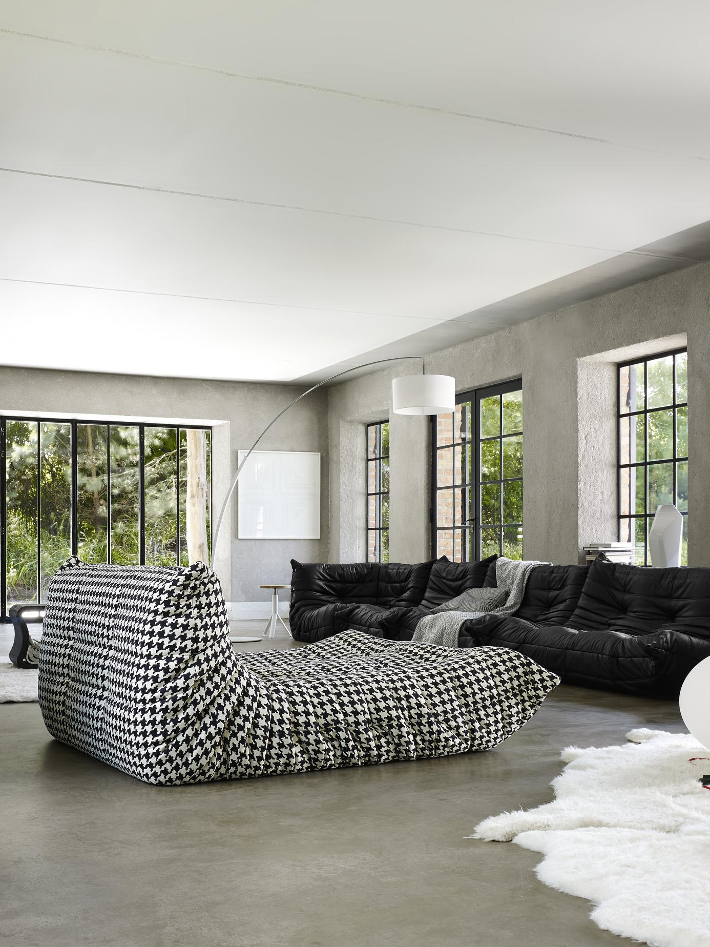 togo canap s du designer michel ducaroy ligne roset site officiel. Black Bedroom Furniture Sets. Home Design Ideas