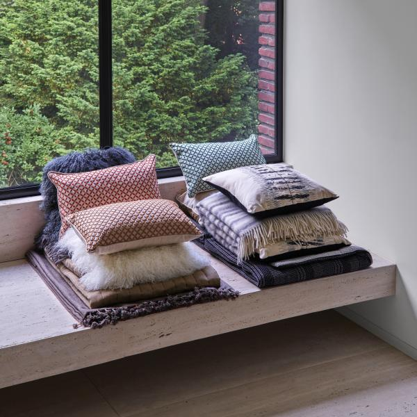 CUSHION: OPEN Ligne Roset